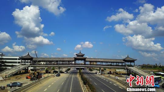 江苏扬州天空碧空如洗蓝天白云美如画