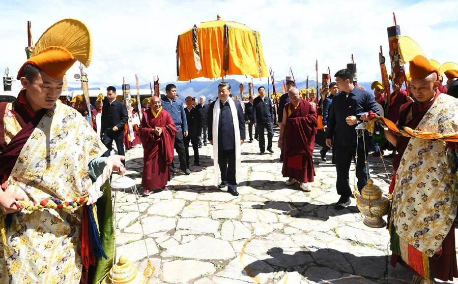 习近平总书记在西藏拉萨考察调研